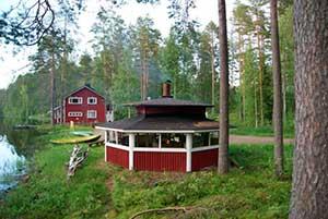 Ruukin Tuvan retkeilymaja sijaitsee idyllisesti Kiltuajärven rannassa.
